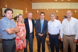 imagen, consejero con los nuevos portavoces de vino de Cooperativas Agroalimentarias de Castilla-La Mancha y la alcaldesa de Tomelloso