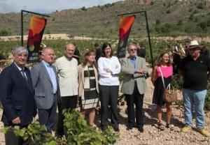 Foto de la celebración de vendimia en Alicante con Maria Blasco como madrina. Vinos de Alicante DOP y Bodegas Sierra Salinas