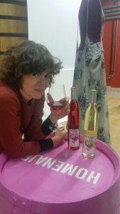 Imagen. María Clé ha diseñado la nueva etiqueta de los vinos blanco y rosado HOMENAJE 2015