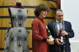 Imagen. María Clé con José Manuel Plo, Director Comercial de Grupo La Navarra - Familia Belasco. Homenaje 2015