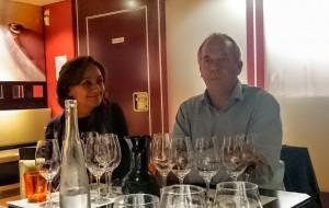 Imagen. María del Yerro y Stéphane Derenoncourt durante la cata. Viñedos Alonso del Yerro