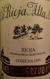Imagen. Etiqueta de la cosecha de 1995 del gran Reserva 890, es un vino excelente.