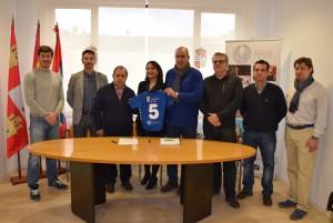 Imagen. La Ruta del Vino Cigales y el Balonmano Atlético Valladolid firman un convenio de colaboración
