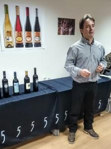 Imagen. Jesús Lázaro durante la presentación de los vinos de Adrada Ecológica