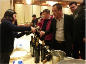 Imagen. Participantes durante la cata de vinos de Félix Solís Avantis. Decanter Shanghai