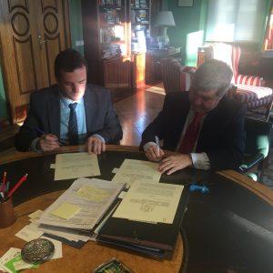 El ministerio de agricultura, alimentación y medio ambiente y CECRV firman un convenio de colaboración