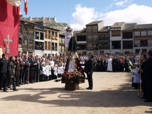 Semana Santa en la Ruta del Vino Ribera del Duero: Bajada del Ángel en Peñafiel