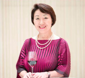 "Sra. Yumi Tanabe, presidenta de ""SAKURA, Japan Women's Wine Awards""."