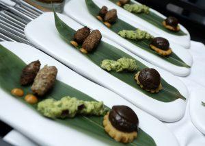 Arepas de Rabo de Toro y guacamole y quiper con emulsión de rocotto, maridado con Pago Negralada 2011