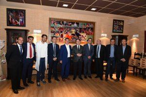 El presidente de Castilla-La Mancha visita la Bodega Iniesta