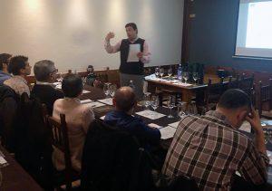 Catas entre Amigos de la Ruta do Viño Rías Baixas recalan en A Coruña con lleno total