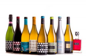 Imagen. Especial cuidado con los vinos blancos. Mantenerlos en penumbra o alejados de la luz solar.