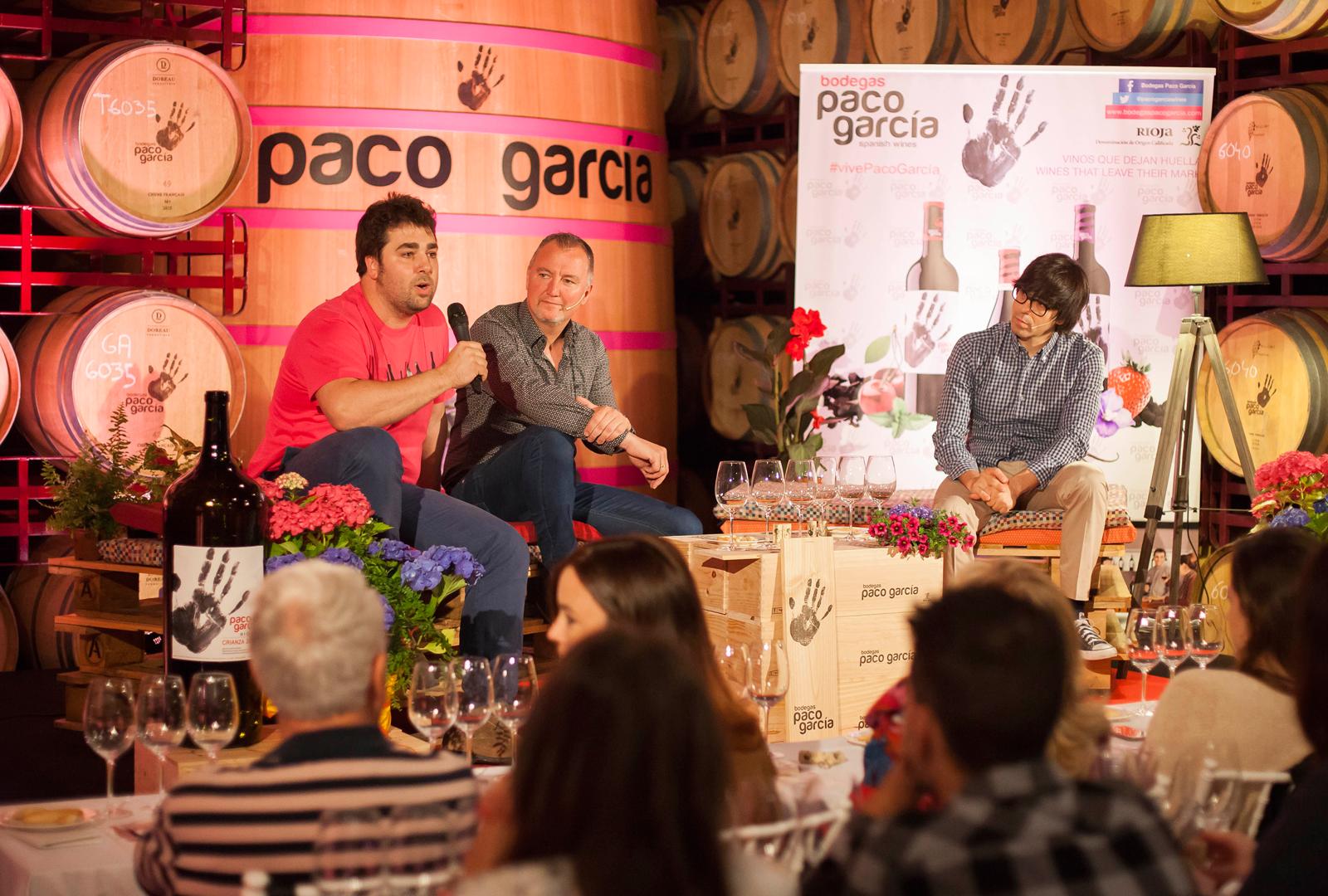 Conversaciones en torno al vino.