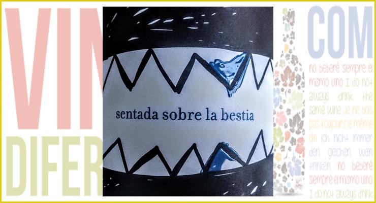 Sentada Sobre la Bestia Azul 2014.