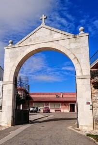 """Imagen. """"Arco"""" emblema de Bodegas Alejandro Fernández Tinto Pesquera"""